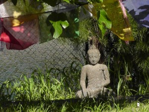 Buddha und Gebetsfahnen