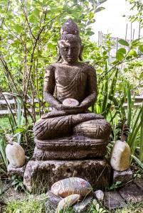 Buddha am Feuerplatz
